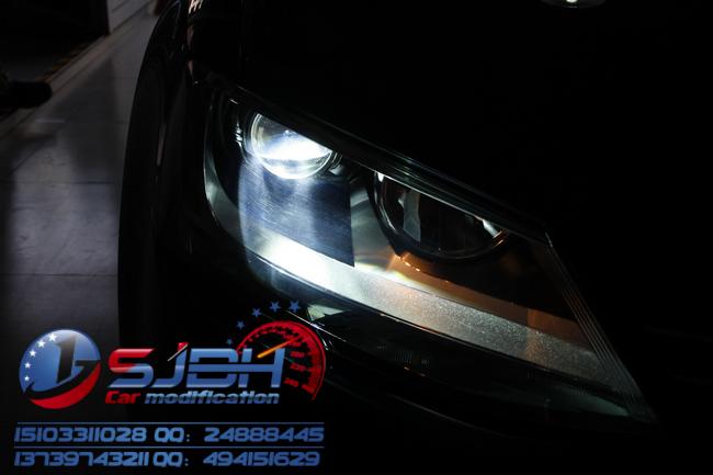 黑色新速腾改装升级版q5双光透镜,日间行车灯,世纪百惠专业灯光升级!